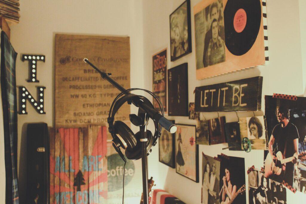 Base de microfono y audifonos